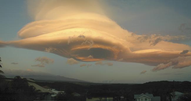 Una nube lenticular sobre Mauna Kea, Hawai