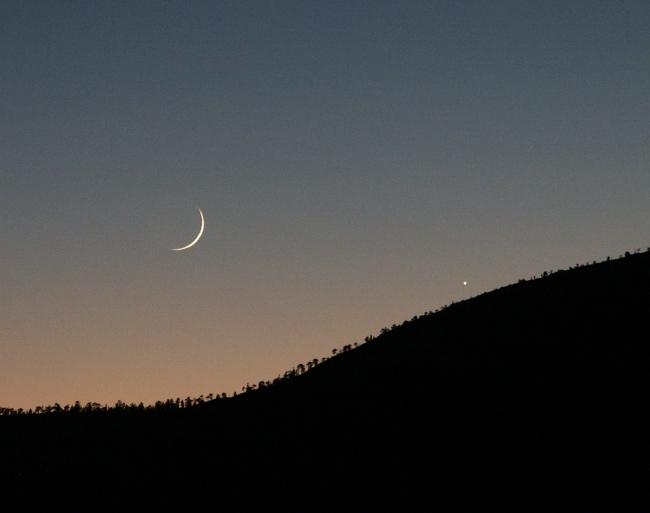 Venus y una Luna de 37 horas