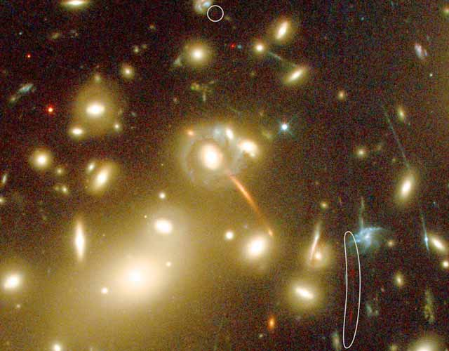 Galaxy Cluster Lentes Más al Galaxy Conocido