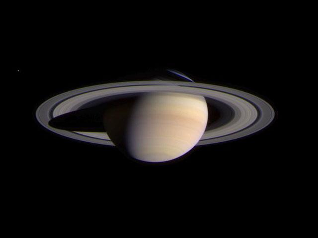 Cassini a Saturno en