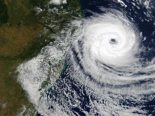 Caterina azota las costas de Brasil
