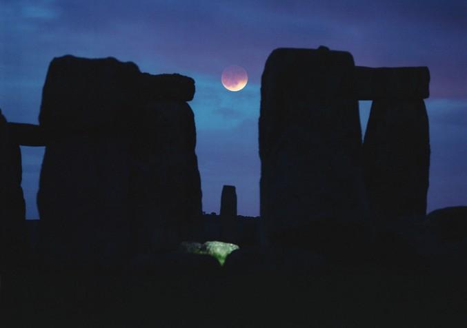 La Luna entre las piedras