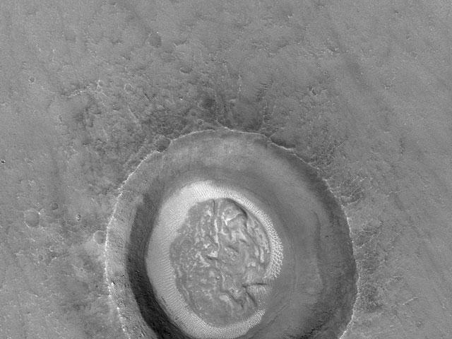 Cráter cerebral en Marte
