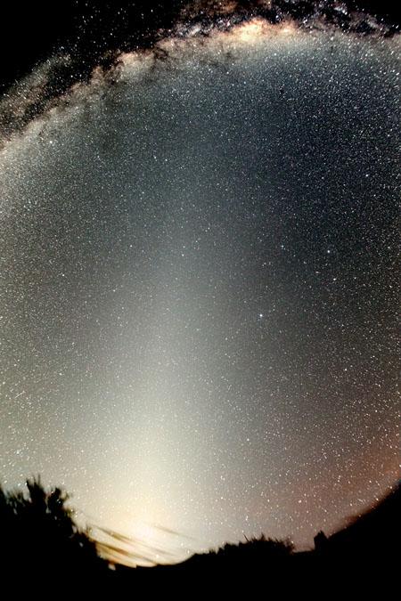 La luz zodiacal y el falso amanecer