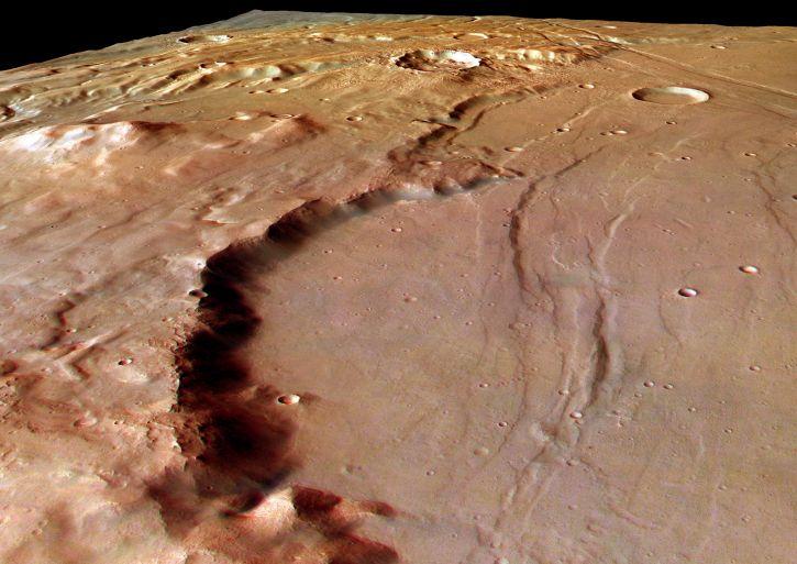 La pared de un cráter en Solis Planum