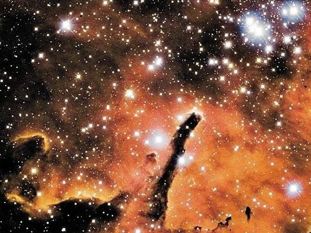 NGC 6823: una nube que esculpe un cúmulo estelar