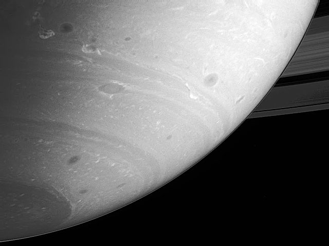 """El """"callejón de las tormentas"""" de Saturno"""