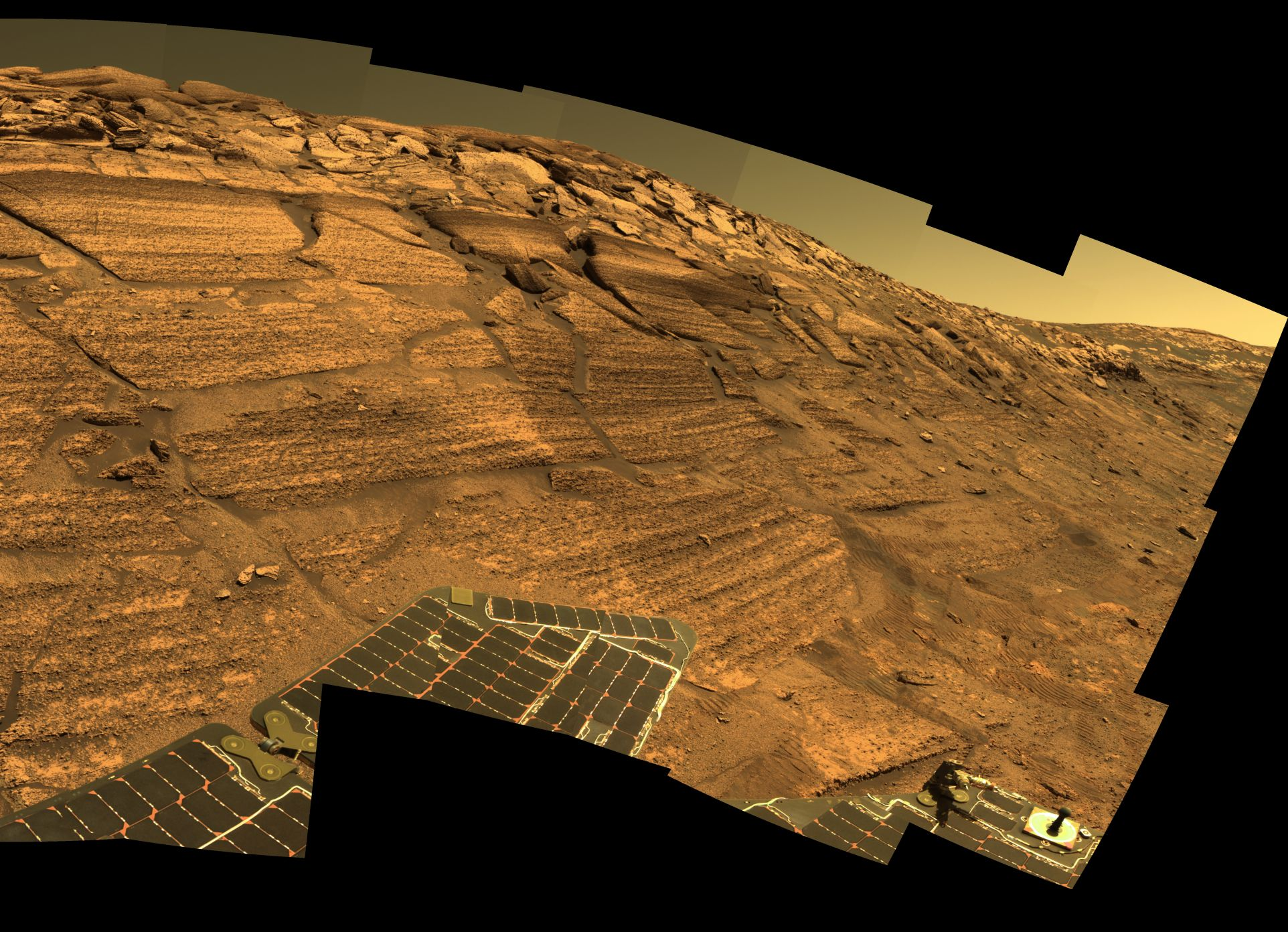 APOD: 2004 December 31 - A Year of Mars Roving