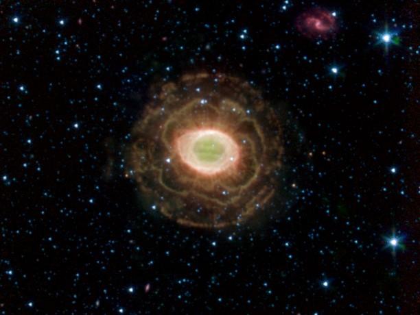 La nebulosa del anillo en infrarrojo