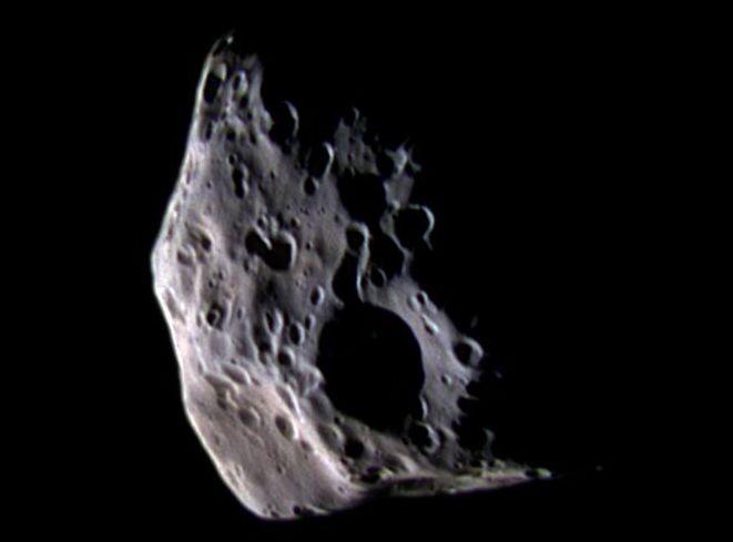 La pequeña luna Epimeteo