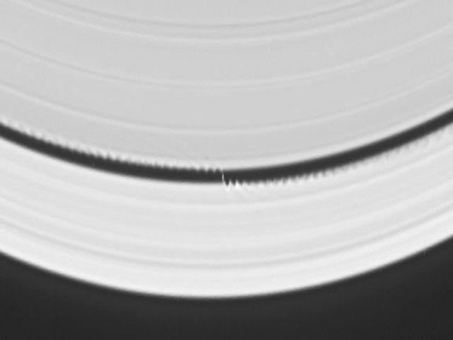 Un satélite crea ondas en los anillos de Saturno