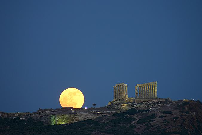 Luna naciente, Cabo Sunión, Grecia