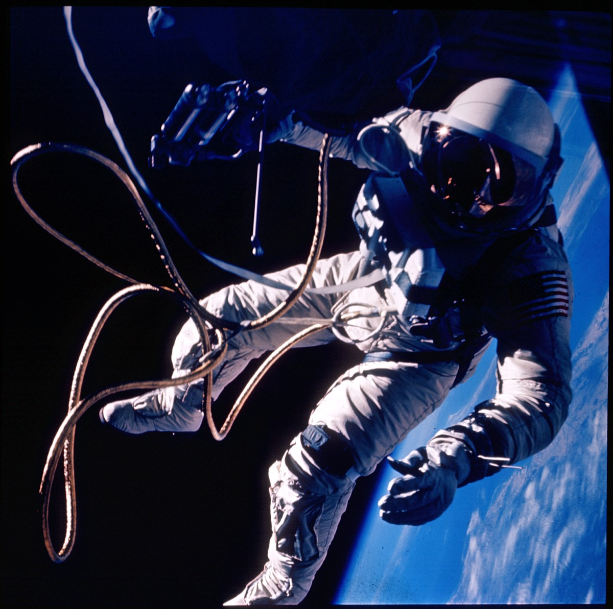 first american astronaut to walk in space - photo #17
