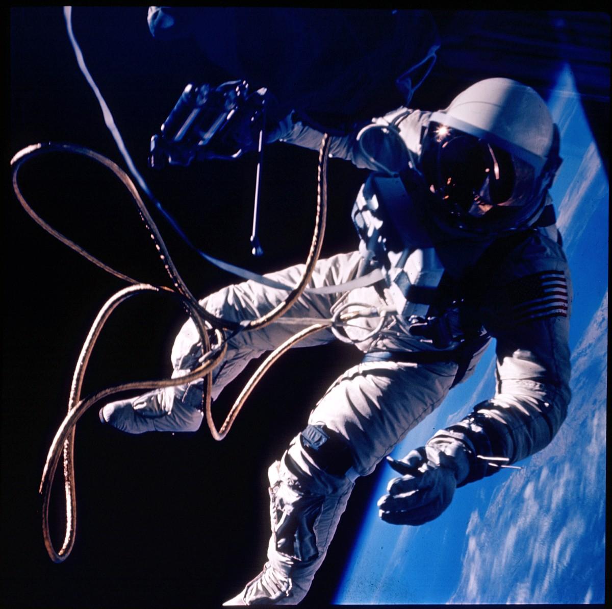 APOD: 2005 June 4 - First US Spacewalk