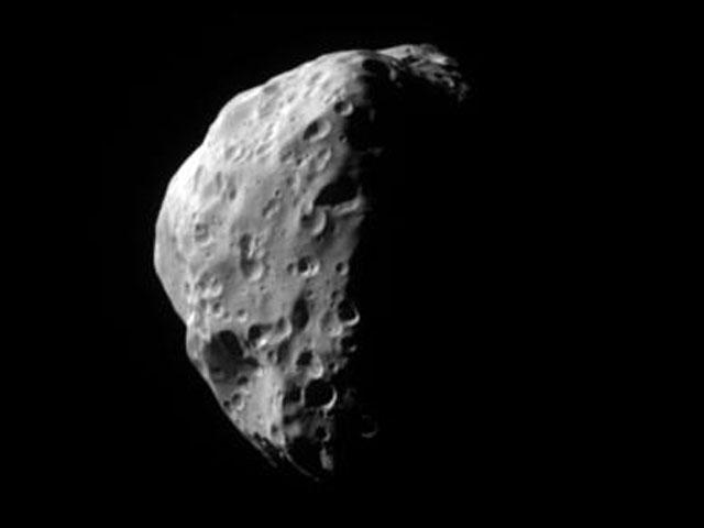 Epimeteo al tamaño de la luna de Saturno