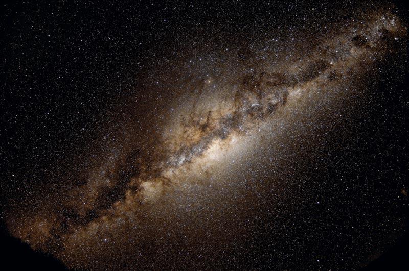 La Vía Láctea en plovo y estrellas