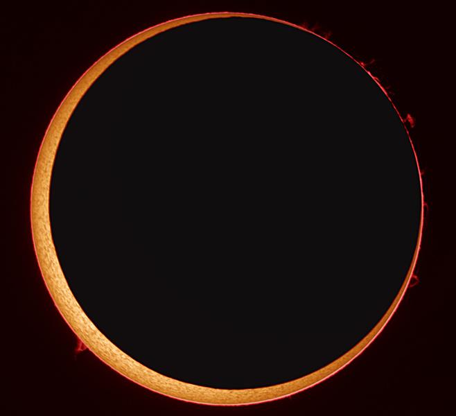 Eclipse anular de sol en alta resolución