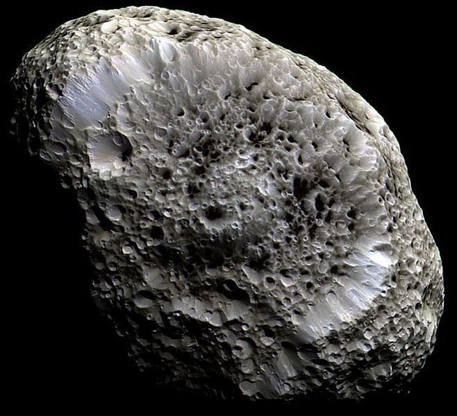 Hiperión de Saturno: una luna con extraños cráteres