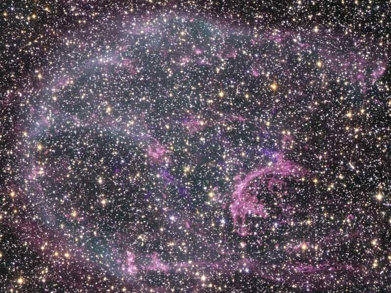 Los restos de la supernova N132D en luz visible y rayos X