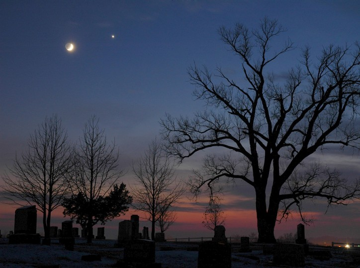APOD: 2005 December 9 - December Moon Meets Evening Star