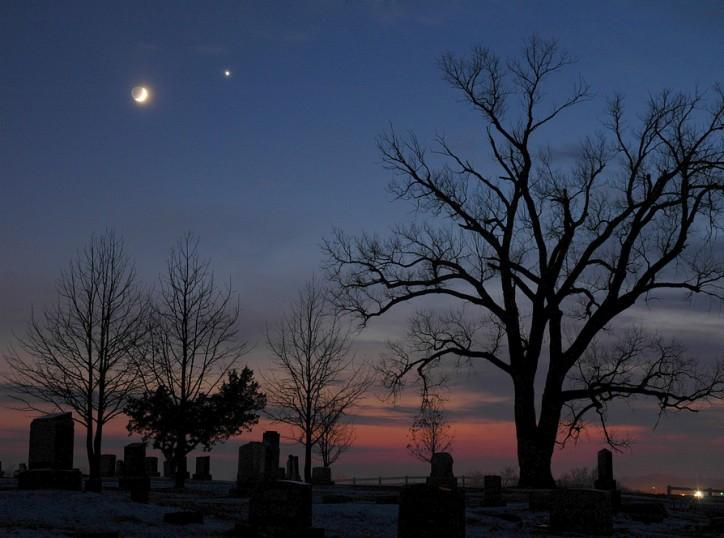 La Luna en diciembre y la estrella vespertina