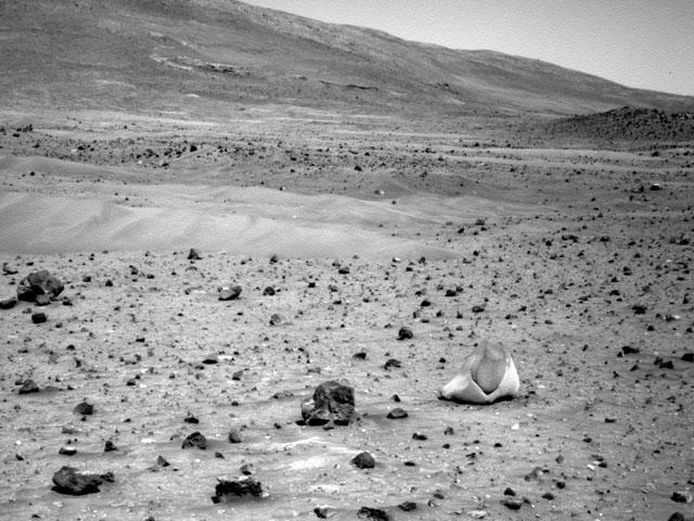 Insólita roca de dos colores sobre Marte