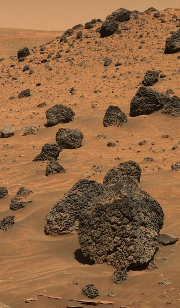 Una roca volcánica agujereada en Marte