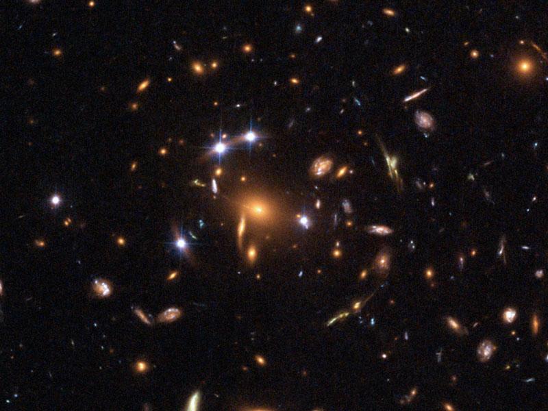 Una lente gravitacional de cinco cuásares