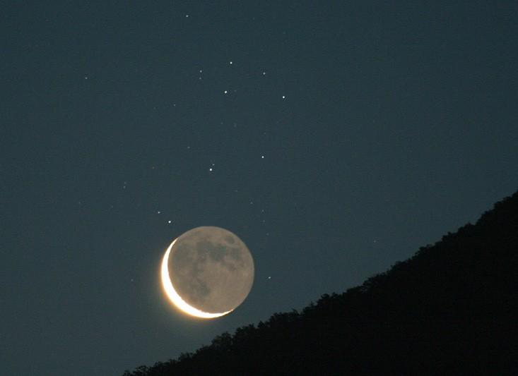 Vieja Luna y Estrellas Hermanas