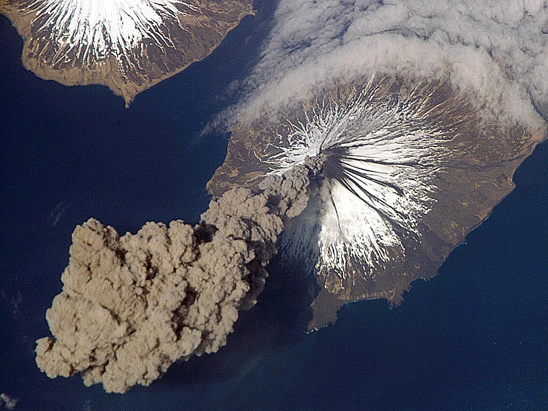 Erupciona un volcán en Alaska