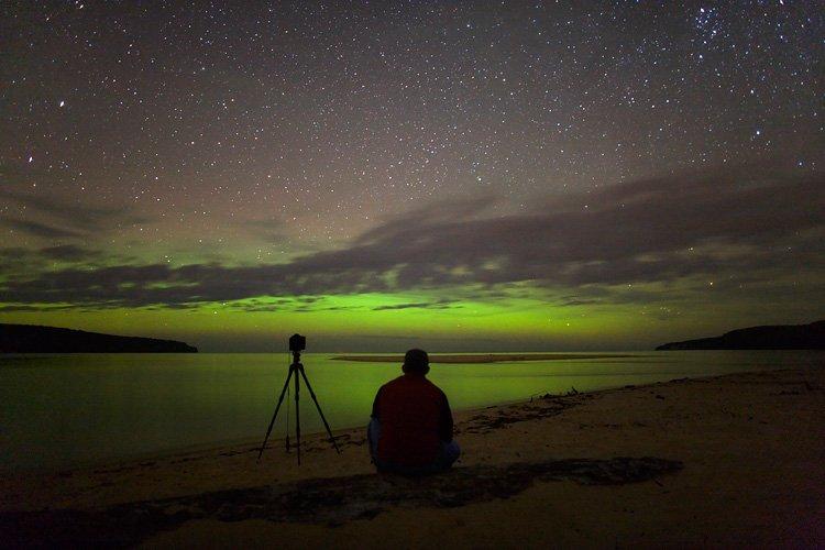 Aurora verde sobre el Lago Superior