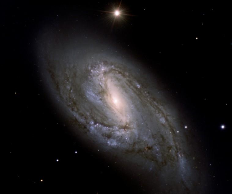 La polvorienta espiral M66