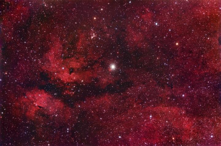 En el centro del Cisne (Cygnus)