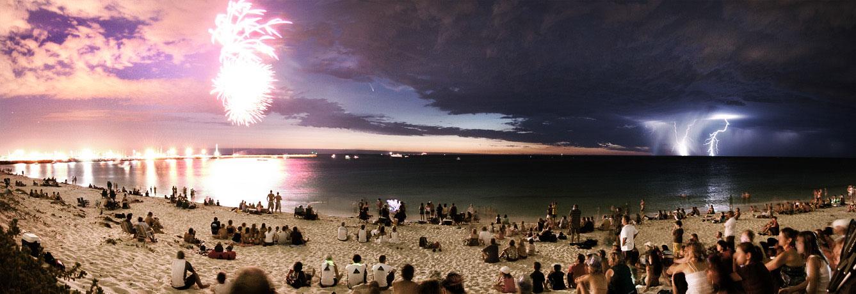 Un cometa entre fuegos artificiales y rayos