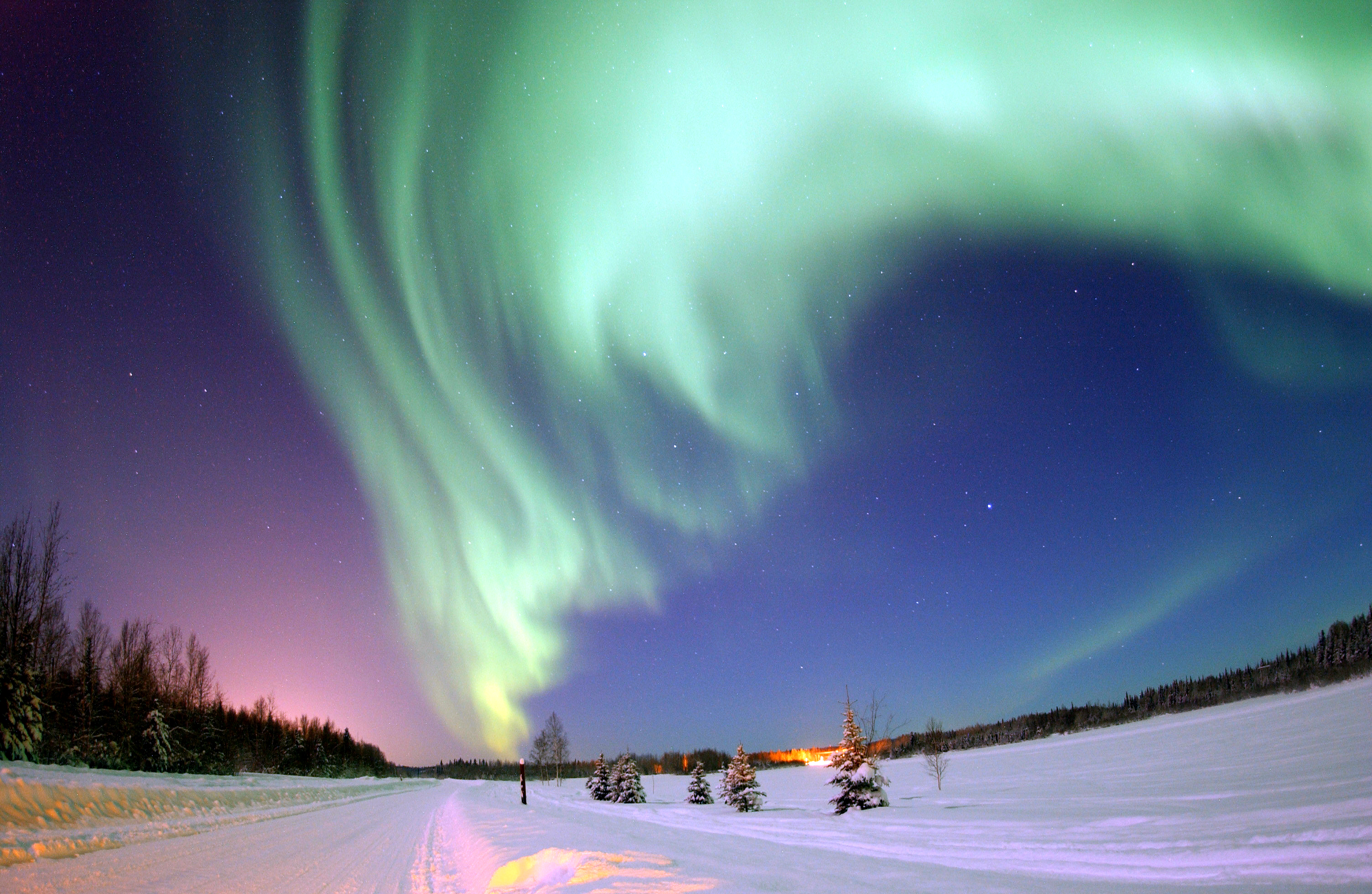 APOD: 2007 April 9 - Aurora Over Alaska
