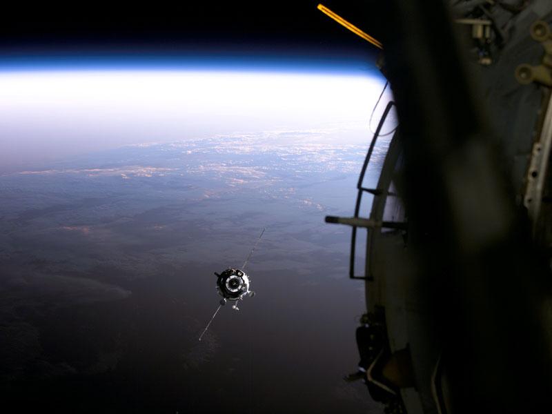 Una Nave de Suministros se Aproxima a la Estación Espacial