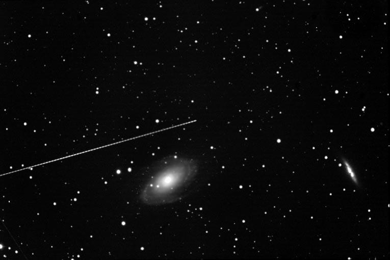 Asteroide y galaxia