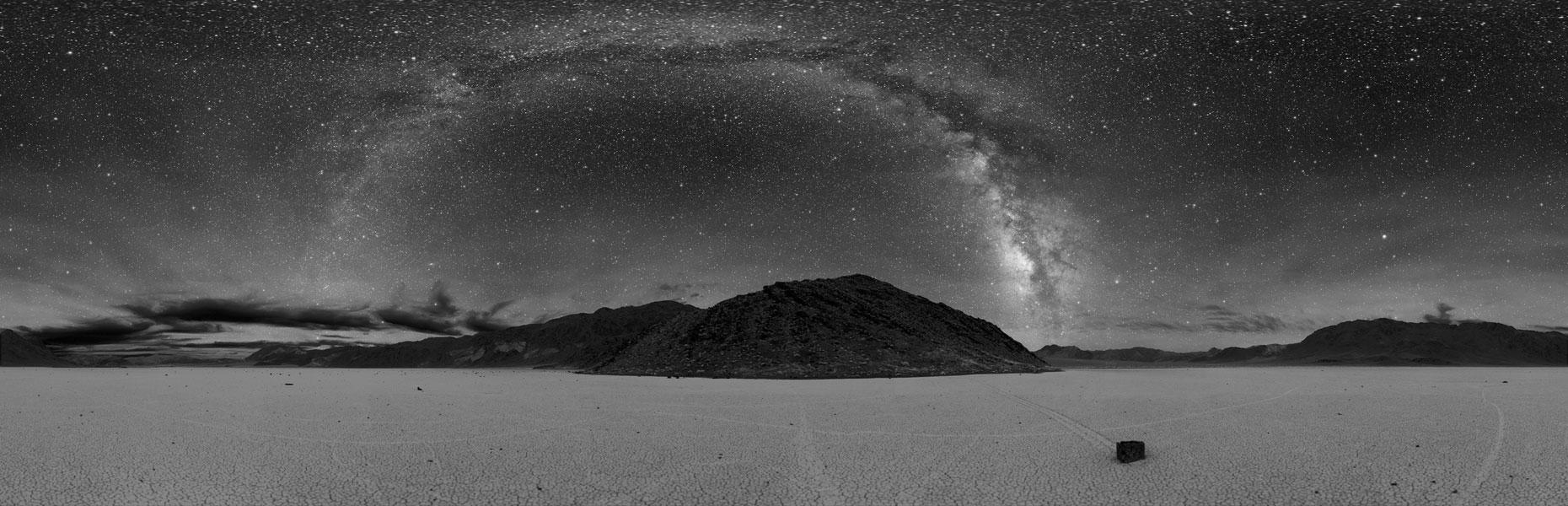 Cielo oscuro sobre el Valle de la Muerte