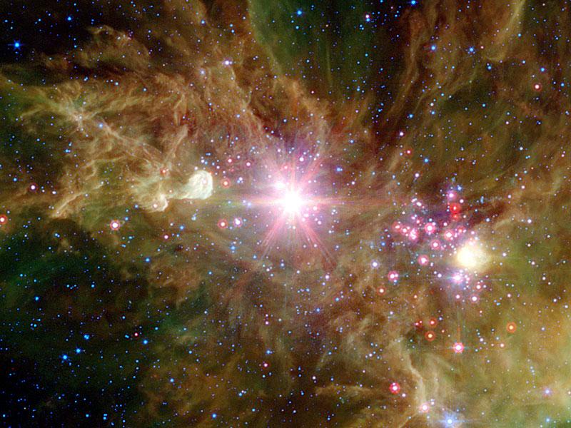 El cúmulo Copo de Nieve y la Nebulosa del Cono
