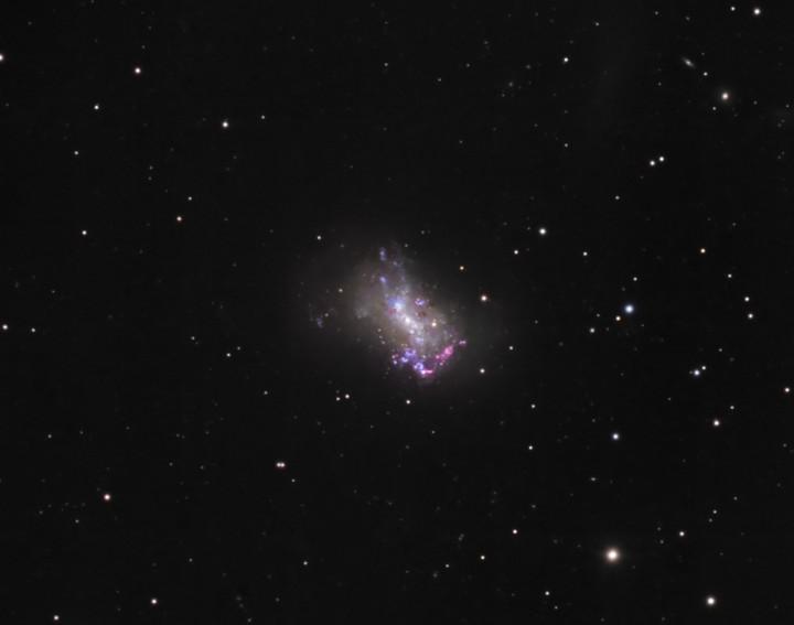 La pequeña galaxia NGC 4449
