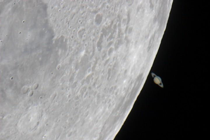 El Saturno de la Luna