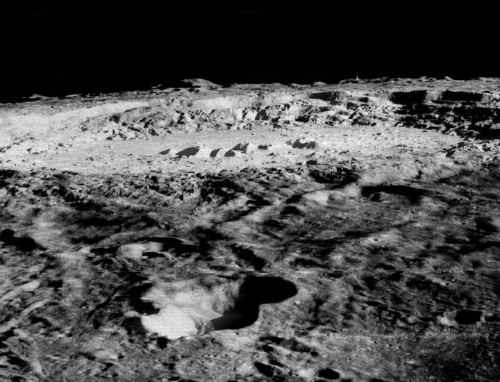 El Lunar Orbiter contempla el Crater Copernicus