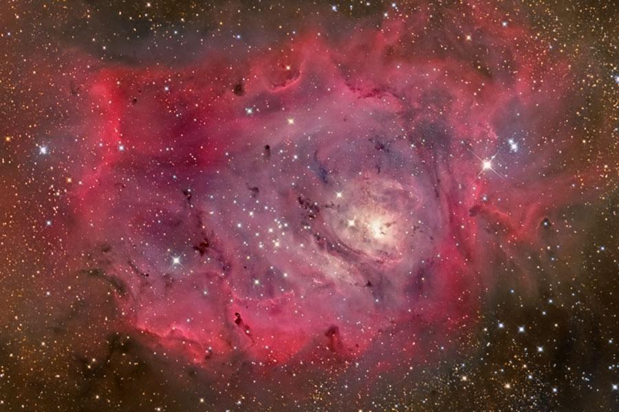 Nebulosa Laguna en gas, polvo y estrellas