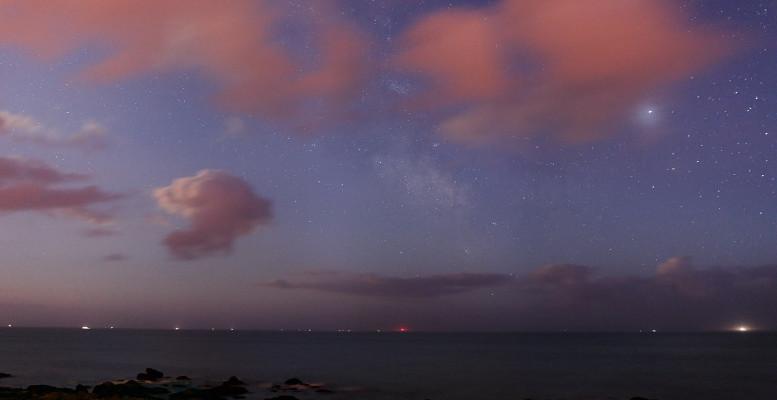 Constelaciones y cielos nublados
