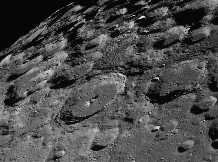 Paisaje del sur lunar