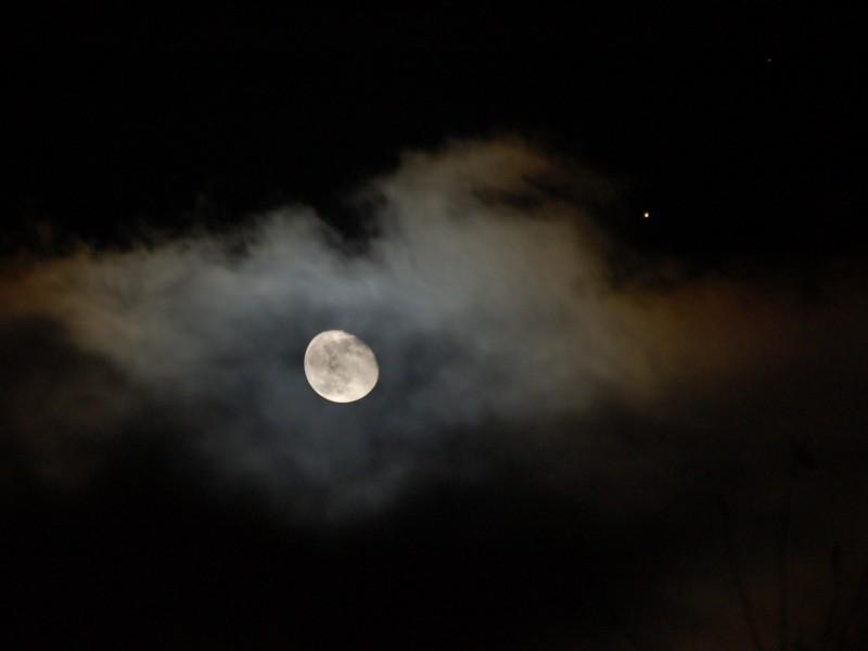 La Luna y Marte esta noche