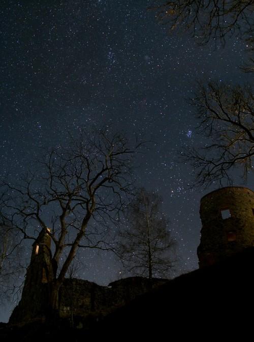 Castillo en noche estrellada