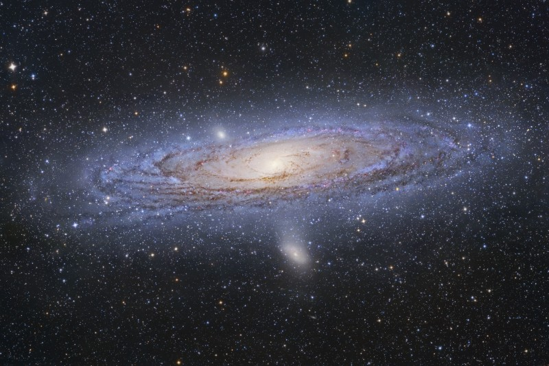Andromeda Galaxy - Image by Tony Hallas http://astrophoto.com/contact.htm