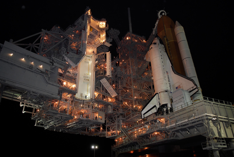 APOD: 2008 February 9 - Atlantis on Pad 39A