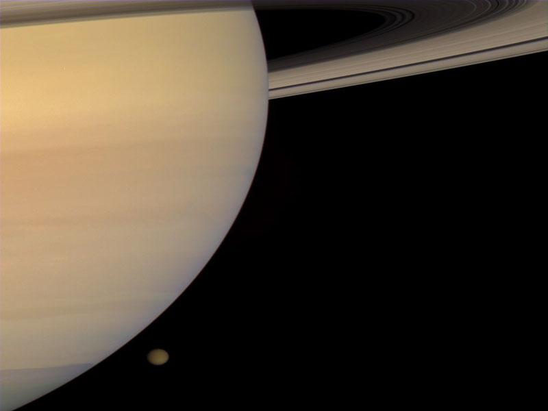 Saturno y Titán desde la Cassini